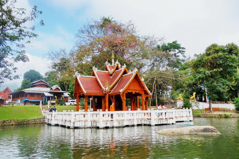 5 Nam Hu Temple