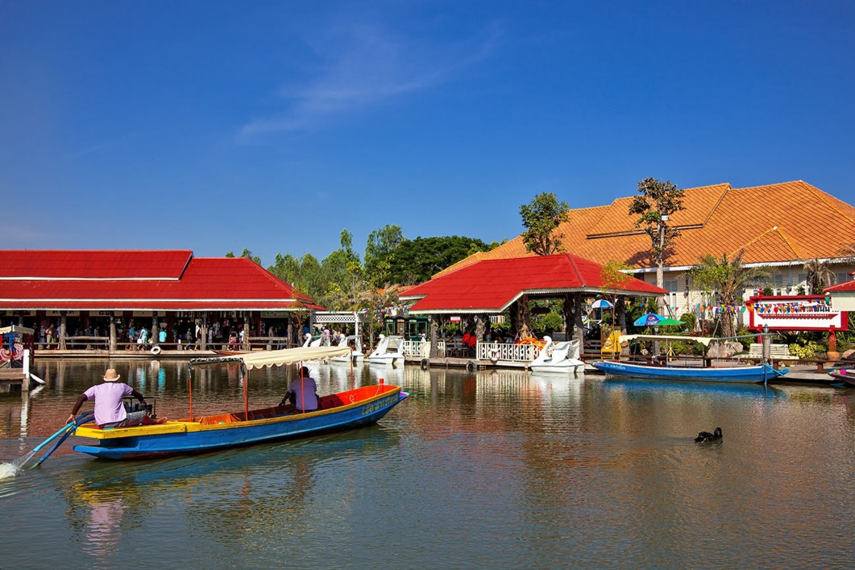 6 Sam Pan Nam Floating Market